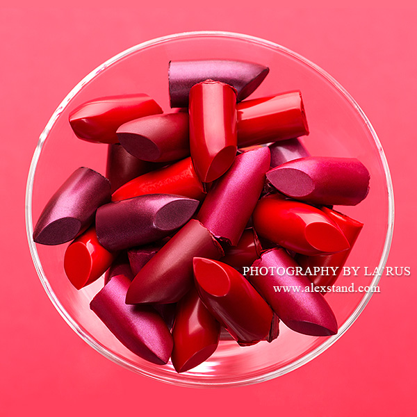 Variation color of lipstick in a glass